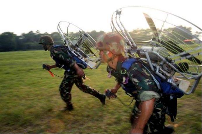 动力翼伞有一段时间也成为特种部队的渗透工具。