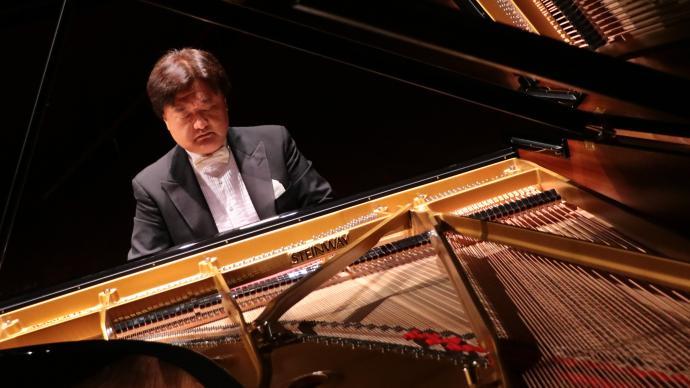 """钢琴家李坚:在音乐厅里寻找""""世外桃源"""""""