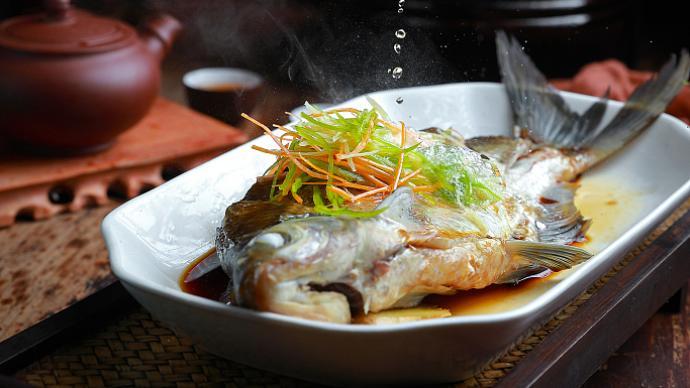 饕餮中国︱才饮长沙水,又食武昌鱼:因三国纷争扬名的团头鲂