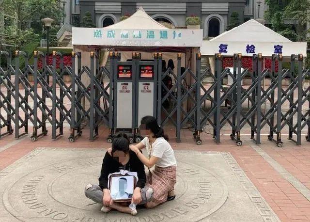 必晟平台登录:新华社评成都学生坠亡引质疑:校方通报避重就轻,亟待回应