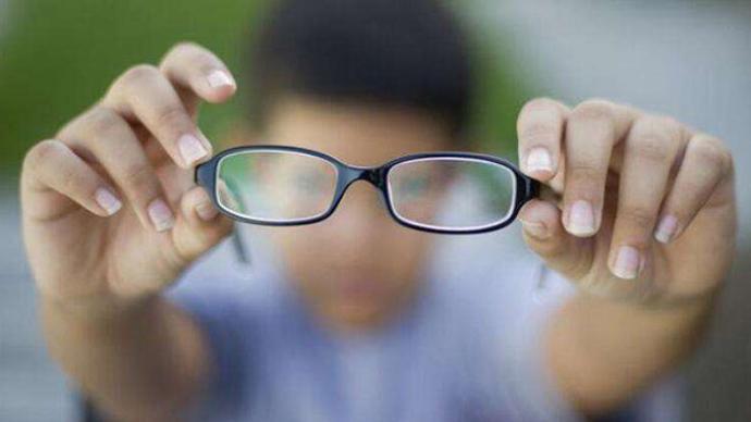 教育部等十五部门:开展八个专项行动,防控儿童青少年近视