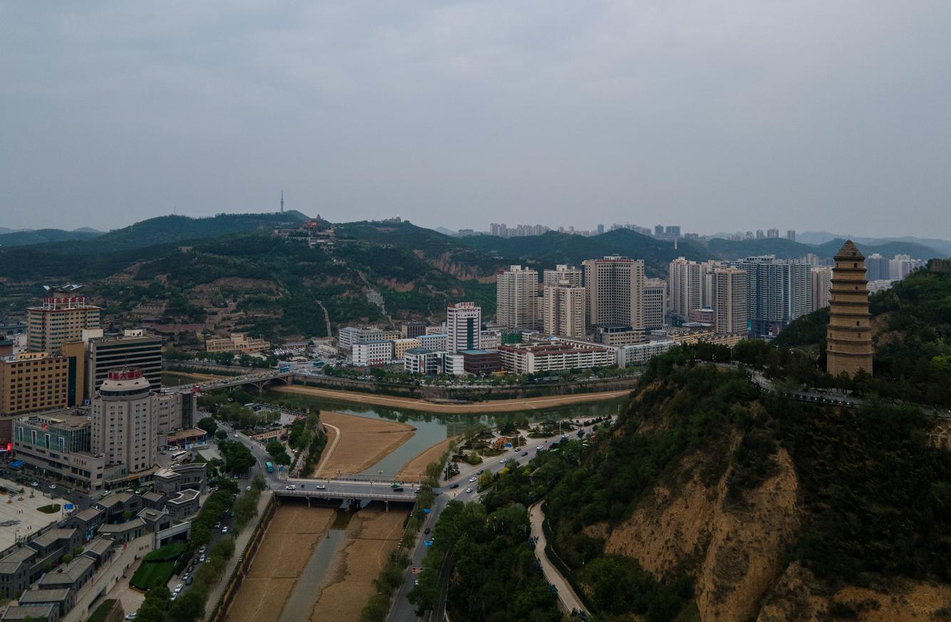宝塔区俯瞰。澎湃新闻记者 朱伟辉 摄