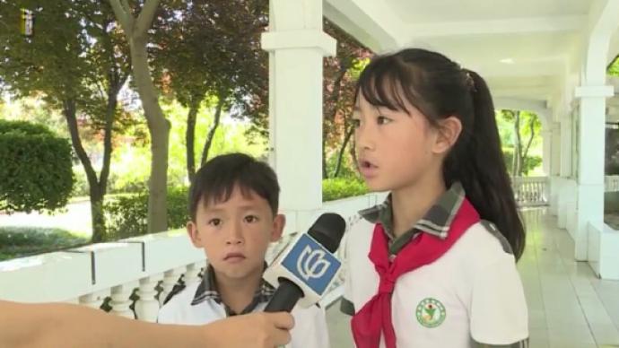 姐弟遛狗时捡到51万上交民警,媒体:孩子良好品格来自家教