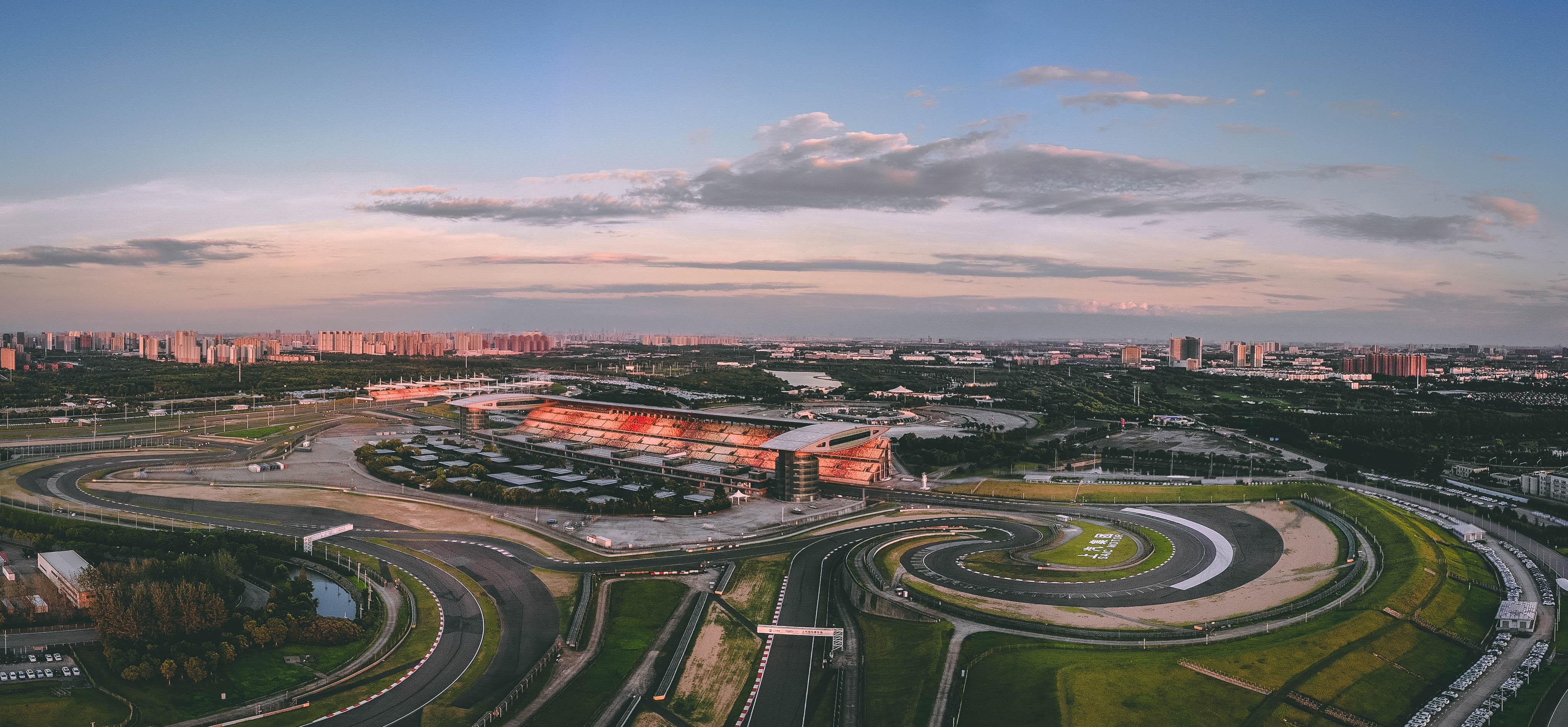 久体中心运营嘚上海国际赛车场。