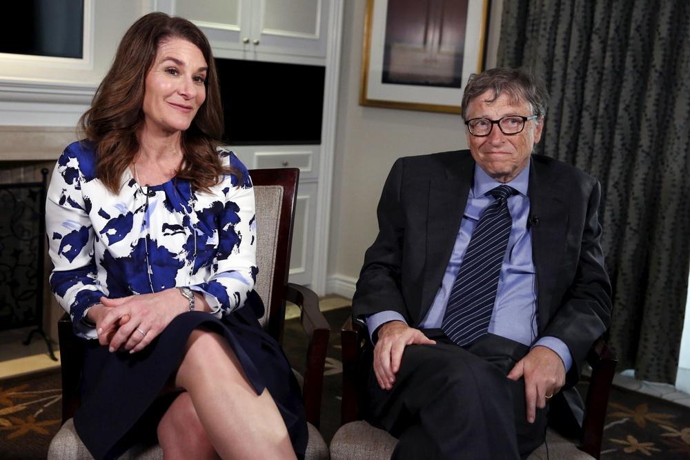 比尔·盖茨夫妇(资料图)。据报道根据法庭文件,比尔·盖茨和梅琳达·盖茨的第一次离婚听证会定于本周五(5月14日)举行。上周(5月3日),盖茨夫妇发布声明宣布结束27年的婚姻。