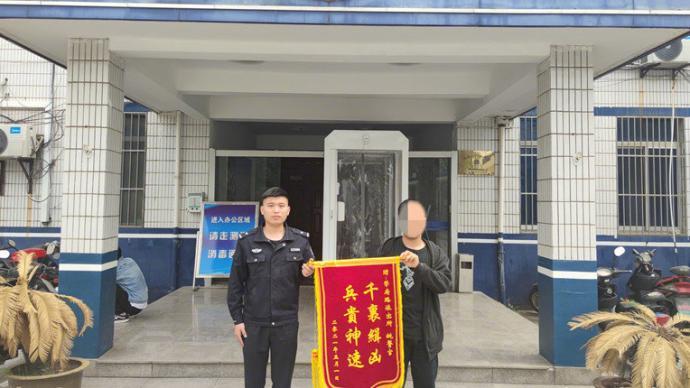 """海南一初中男生假扮网红""""小姐姐"""",骗走大学生7700元"""