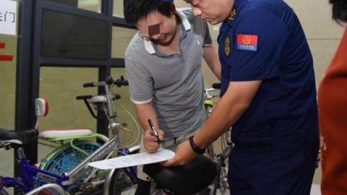 四川内江:电瓶车违规停楼道内,消防开首张罚单