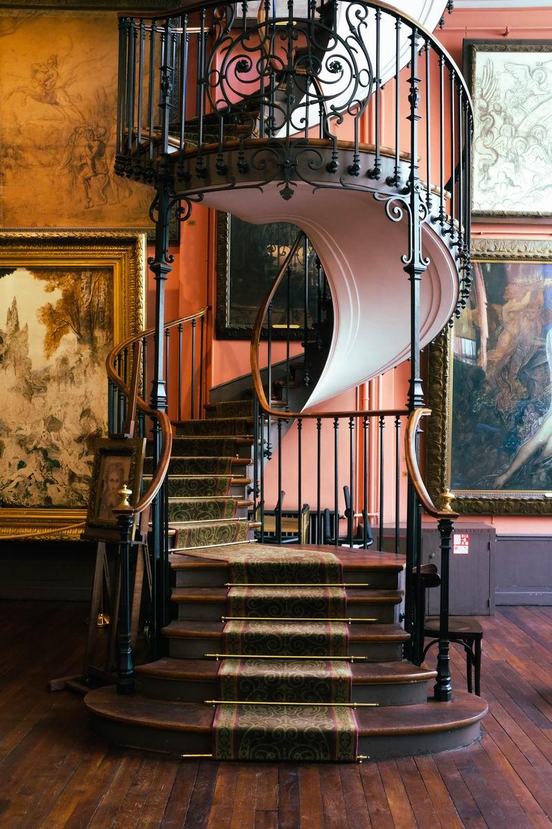 莫罗画室的木制旋转楼梯是镇馆之宝。
