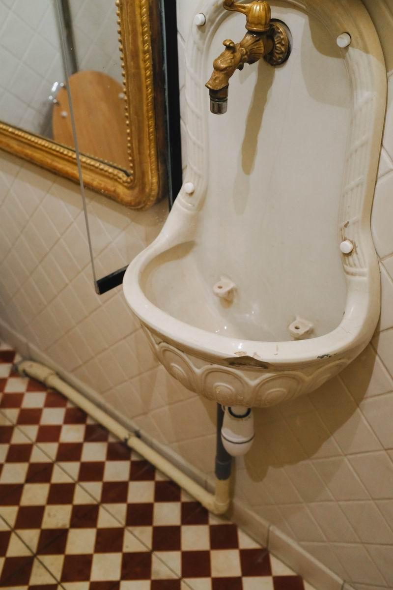 居室中的厕所至今还保持了19世纪的原貌,是整个博物馆里唯一开放给公众使用的设施。