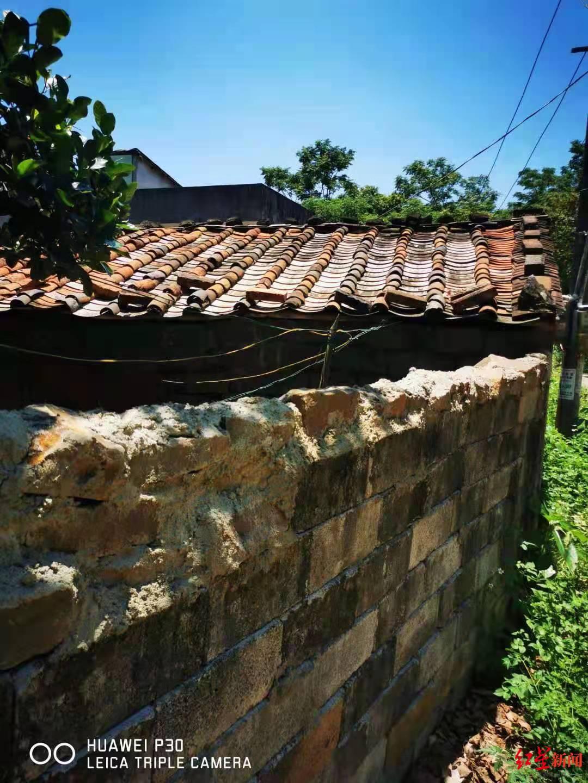 杨成杰家厨房屋顶