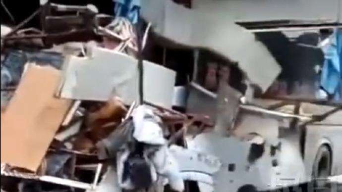 广西平乐县大型客车与重型货车相撞,已致3死13伤