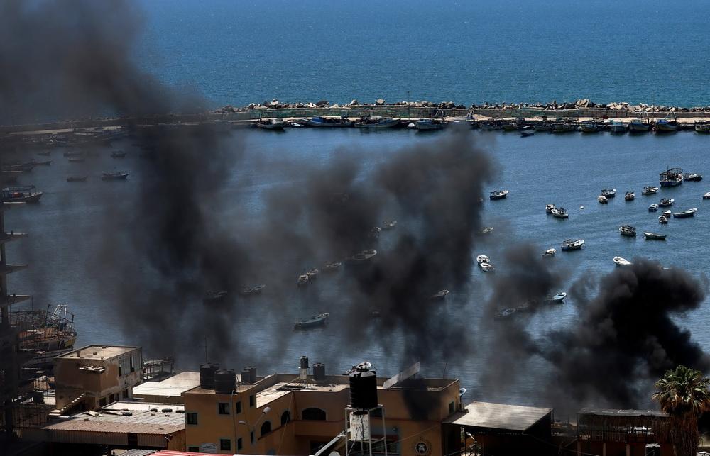 当地时间2021年5月14日,加沙地带,以色列对加沙地带海港等地发动空袭。 连日来,巴勒斯坦加沙地带武装与以色列爆发严重冲突,且冲突持续升级。截至目前,以军的空袭和炮击共造成巴方126人死亡、950人受伤,死者中有31名儿童和20名妇女。
