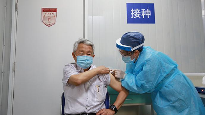 今天,80岁院士周良辅与妻子完成第一剂新冠疫苗接种