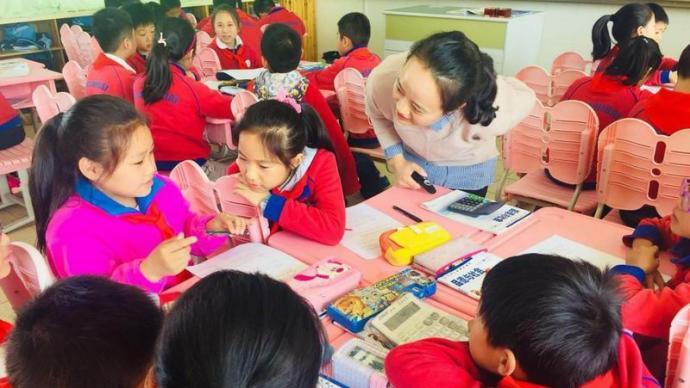 邓曲萍:爱和热情是班主任呵护身边每位学生健康成长的原动力