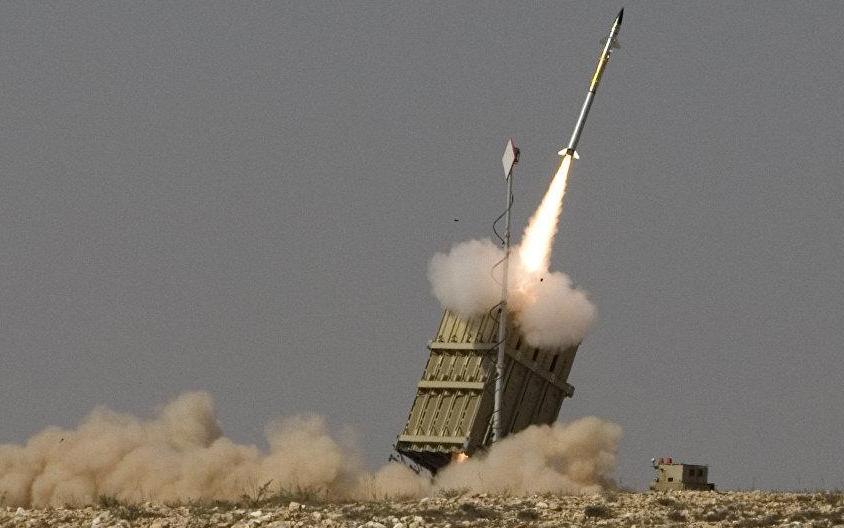 """""""铁穹""""系统单发拦截成本已经很低了,但在几百上千枚低成本火箭弹袭击下,总成本也是一个不小的数目,毕竟一些简易火箭弹成本只有几百美元。"""