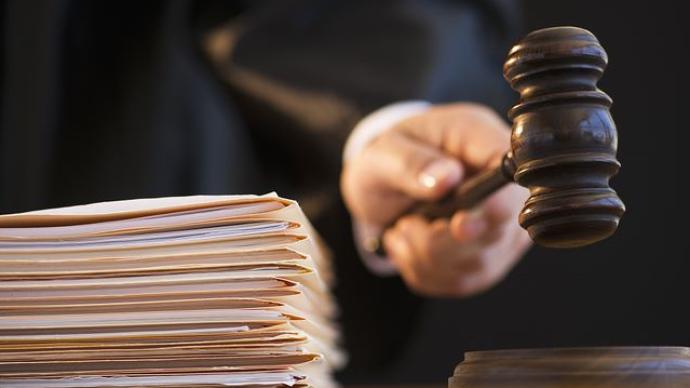 内蒙古一干部工作期间晕倒后去世未被定工伤,法院判重新认定