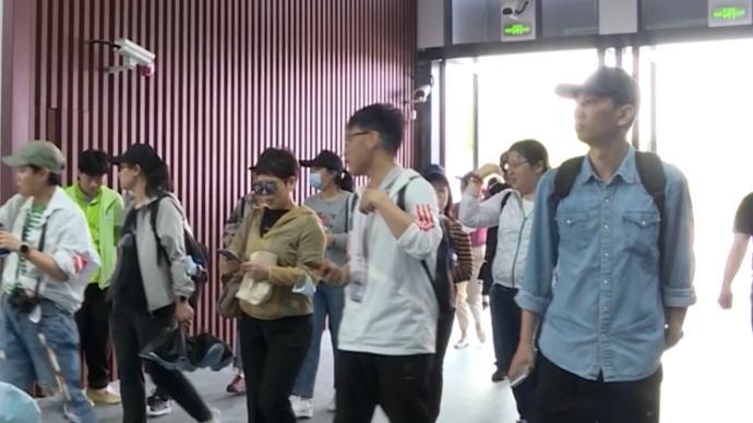 崇明花博丨网红场馆复兴馆35个室内展园迎来首批游客观展