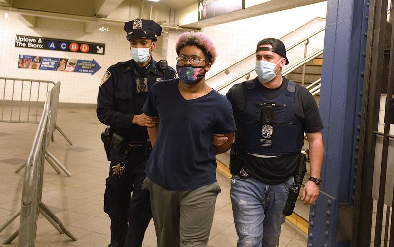 当地时间2021年5月17日报道,美国纽约,近期,纽约地铁频繁发生暴力袭击事件,共有4名嫌犯被捕。