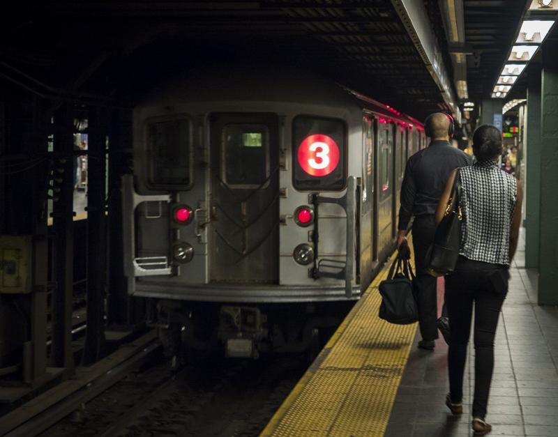 当地时间2021年5月17日报道,美国纽约,纽约地铁频繁发生暴力袭击事件,交通官员多次要求纽约警方在地铁部署更多的警力进行巡逻。