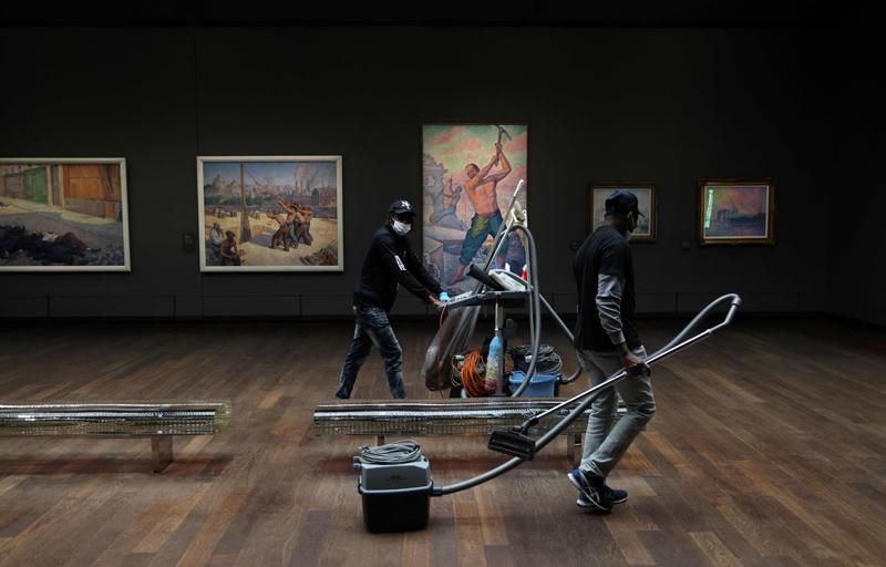 当地时间2021年5月17日,法国巴黎,奥塞美术馆即将重新对公众开放,工作人员在进行准备工作。