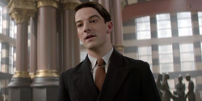 格斯里在《神奇动物在哪里》系列中饰演美国魔法师阿伯内西。