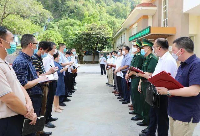 凭祥市长6日与越南代表团协商疫情防控等事宜。 凭祥市政府网站 图