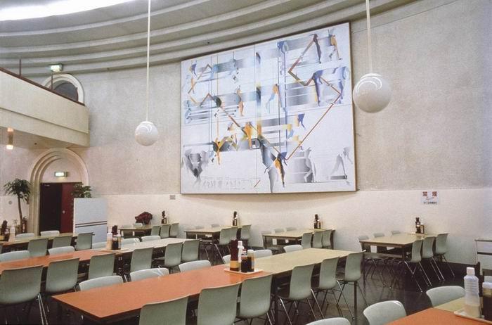 改修前的东大中央食堂和《羁绊》。图片来源:东京大学。