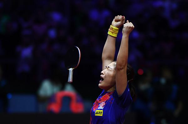 2021年,世乒赛女单比赛,刘诗雯庆祝夺冠。 新华社 图