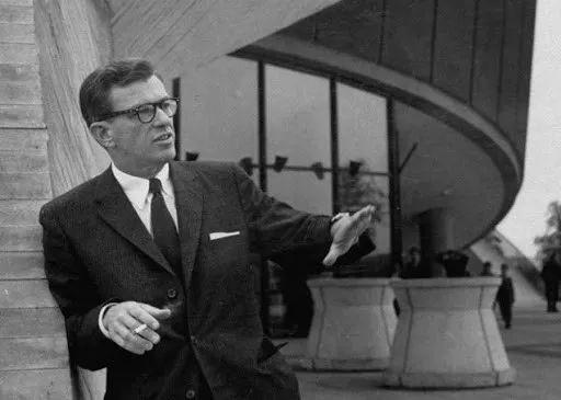 大厦首席建筑师Hugh Stubbins