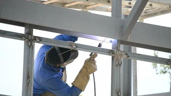 焊接修复工作(示意)