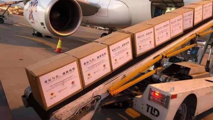 中国红十字会援助尼泊尔的首批抗疫物资运出,含五千件防护服