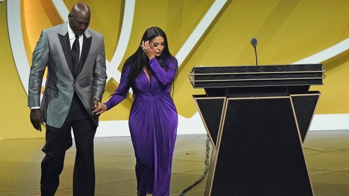 科比终进名人堂,瓦妮莎深情致词:真希望丈夫能在现场见证
