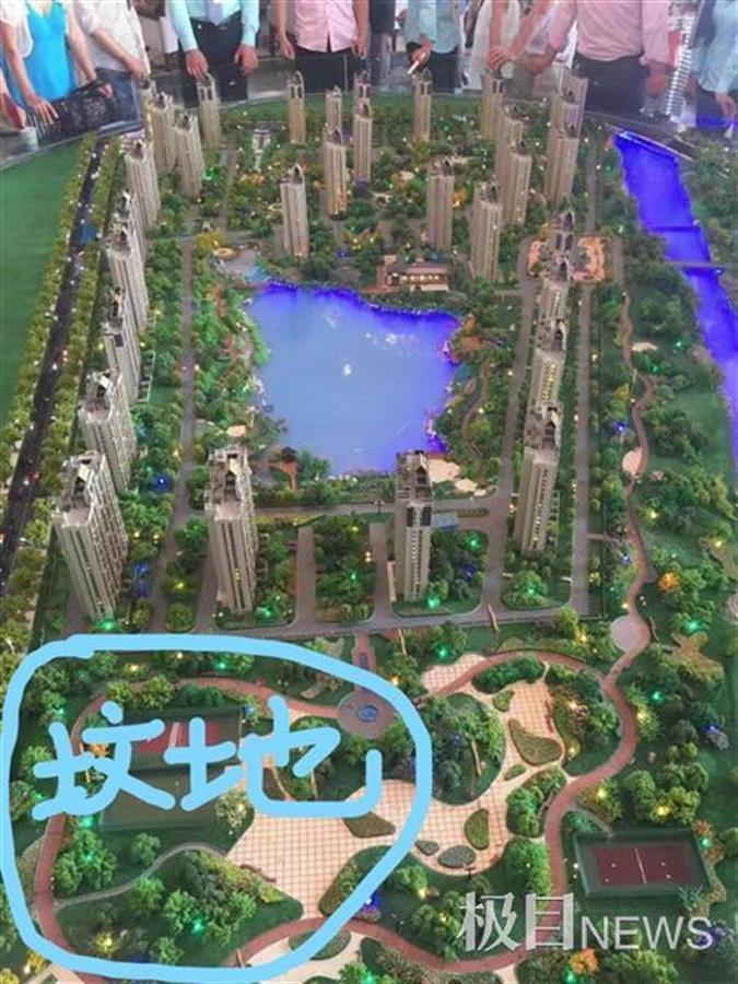 """必晟平台登录:廊坊一小区变""""坟景房"""":说好的公园变墓地,就在客厅外百米"""