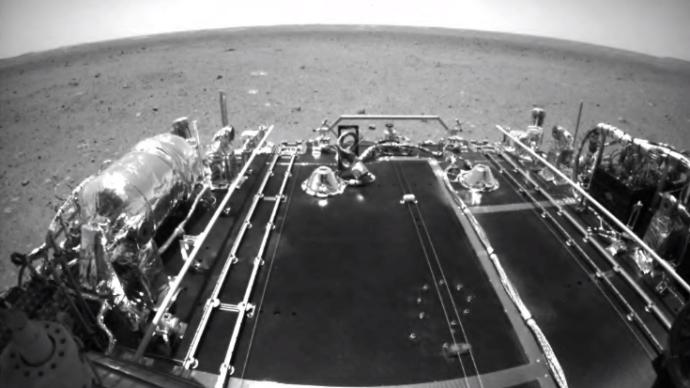 """""""祝融号""""火星车驶离着陆平台,传回火星表面最新影像"""