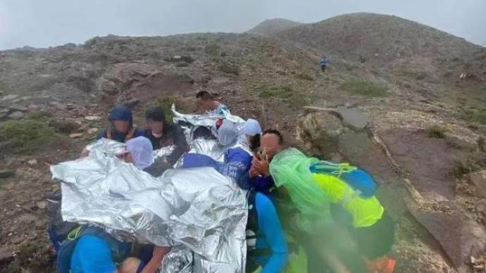 山地马拉松21人丧生,新华社:一场惨剧,声声警钟