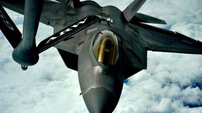 讲武谈兵 美空军提前退役F-22战机,昔日王者为何失宠?