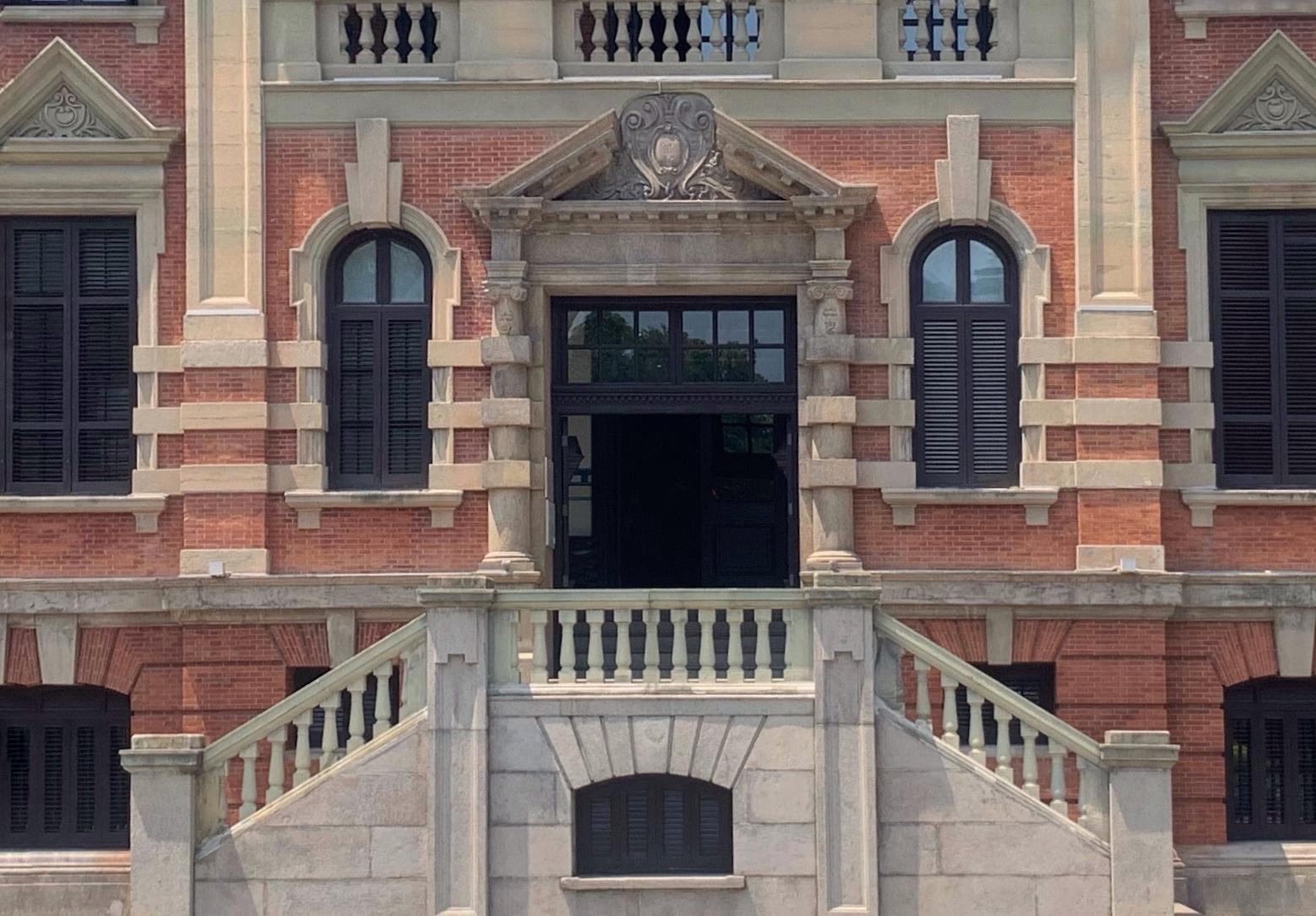同角度拍摄的大楼正面。石梦洁 图