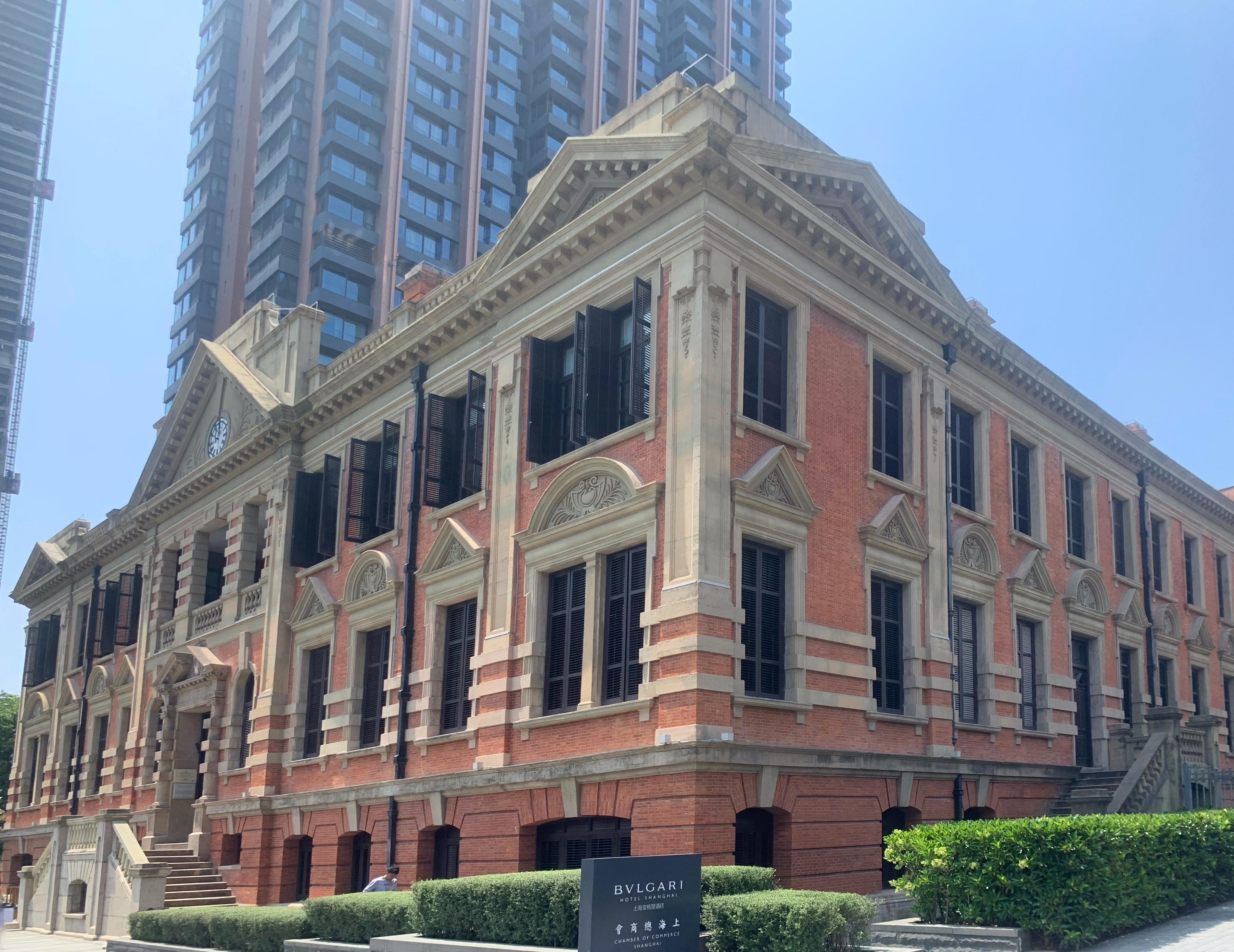 同角度拍摄的议事厅大楼。石梦洁 图