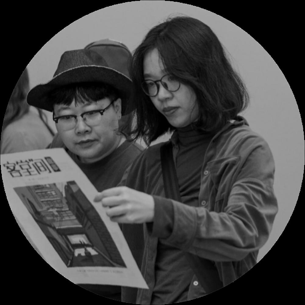 """""""神炁现形""""是上海的一个艺术小组,由孙大肆和张丽华担任总干事,及一些荣誉成员提供我们精神和其他方面的支持。"""