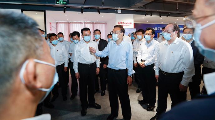 """李克强在宁波与这些企业家""""站谈"""",关切的仍是这件事"""