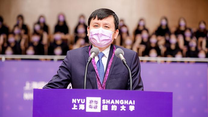 上海纽约大学举办毕业典礼,张文宏向毕业生们说了这些话