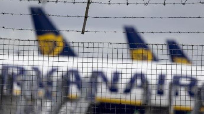 俄白两国外长强调应全面客观调查客机紧急降落事件