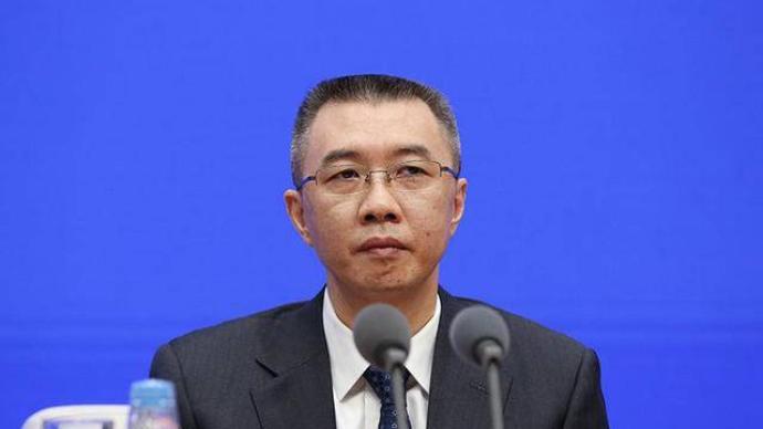 银保监会副主席周亮:完善金融科技的监管法规,防止市场垄断