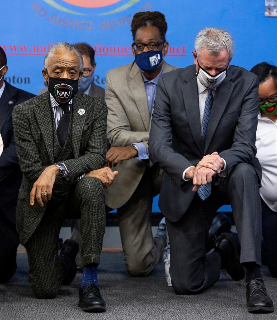 纽约市长下跪纪念弗洛伊德