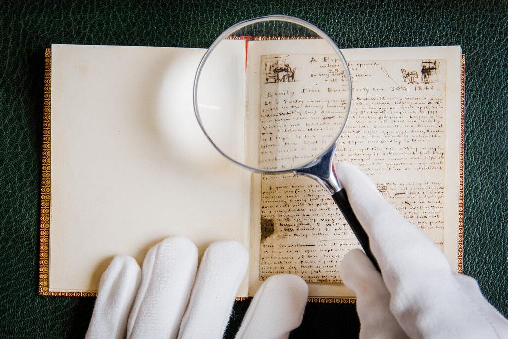 1841年艾米莉·勃朗特写给安妮的生日笔记,是苏富比拍卖行将于7月拍卖的一批手稿的一部分 图源:苏富比拍卖行