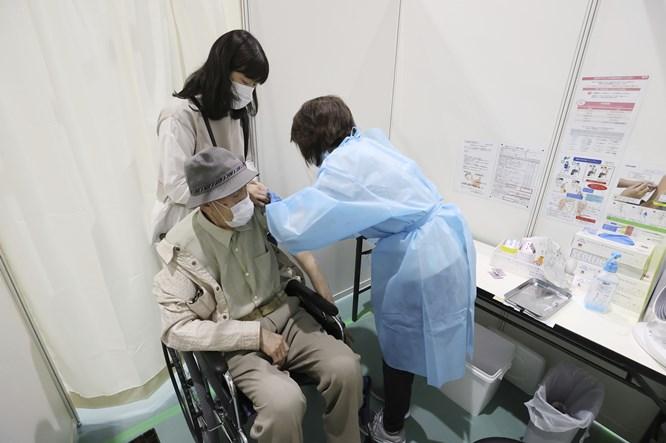 日本新冠疫苗接种现场