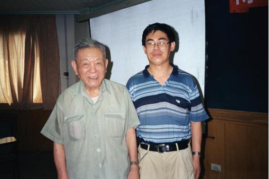 彭桓武(左)与孙昌璞合影