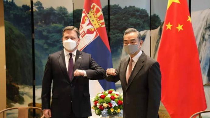 王毅同塞尔维亚外长塞拉科维奇举行会谈