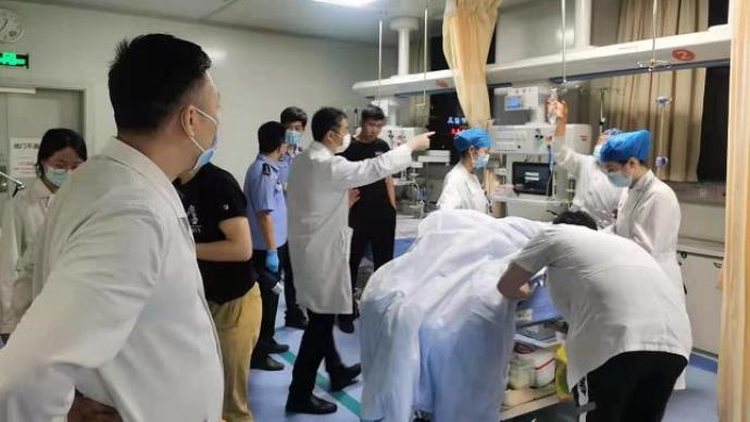 警方披露南京驾车撞人并持刀捅人案件更多详情