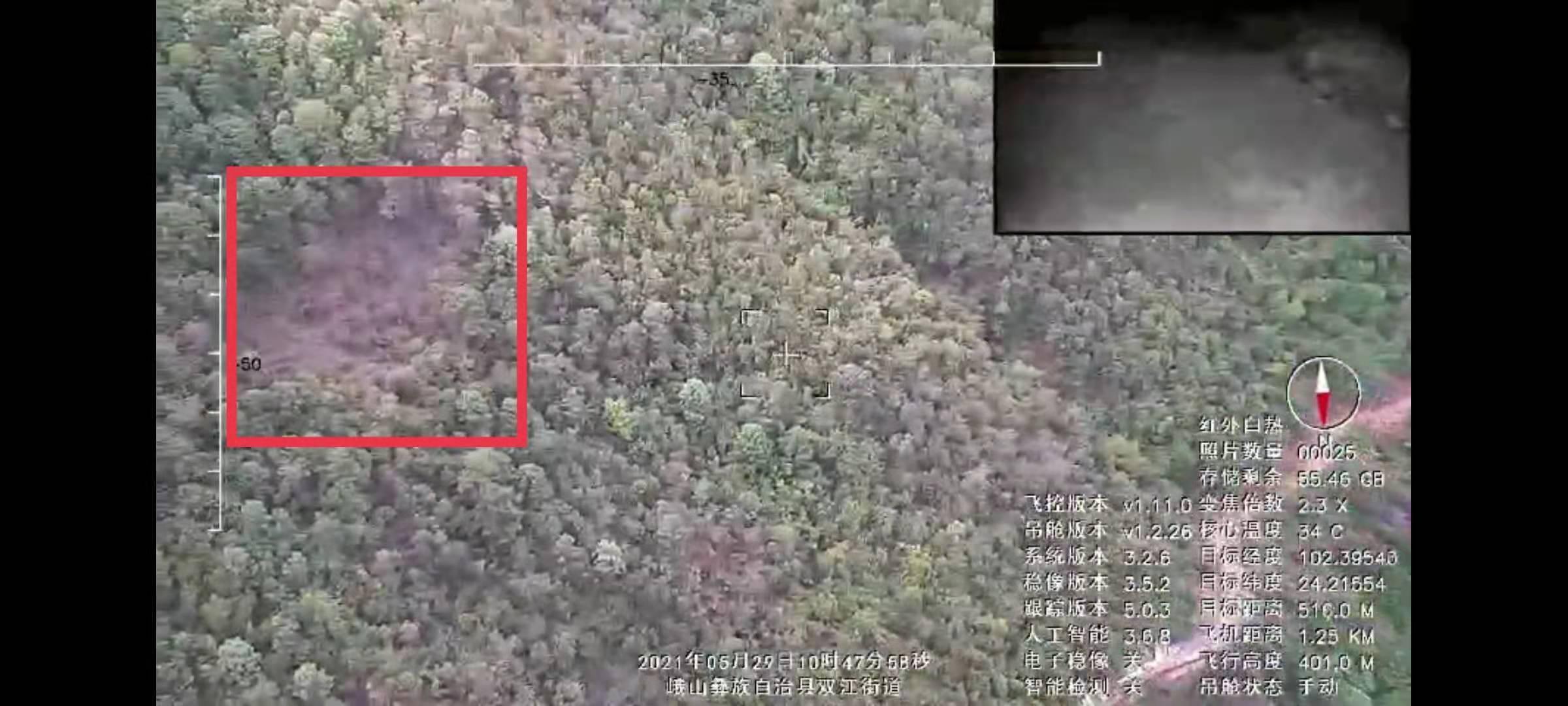 云南省森林消防总队无人机搜索小组正在搜索隐没在山林里的野象 本文图均为人民日报客户端 图